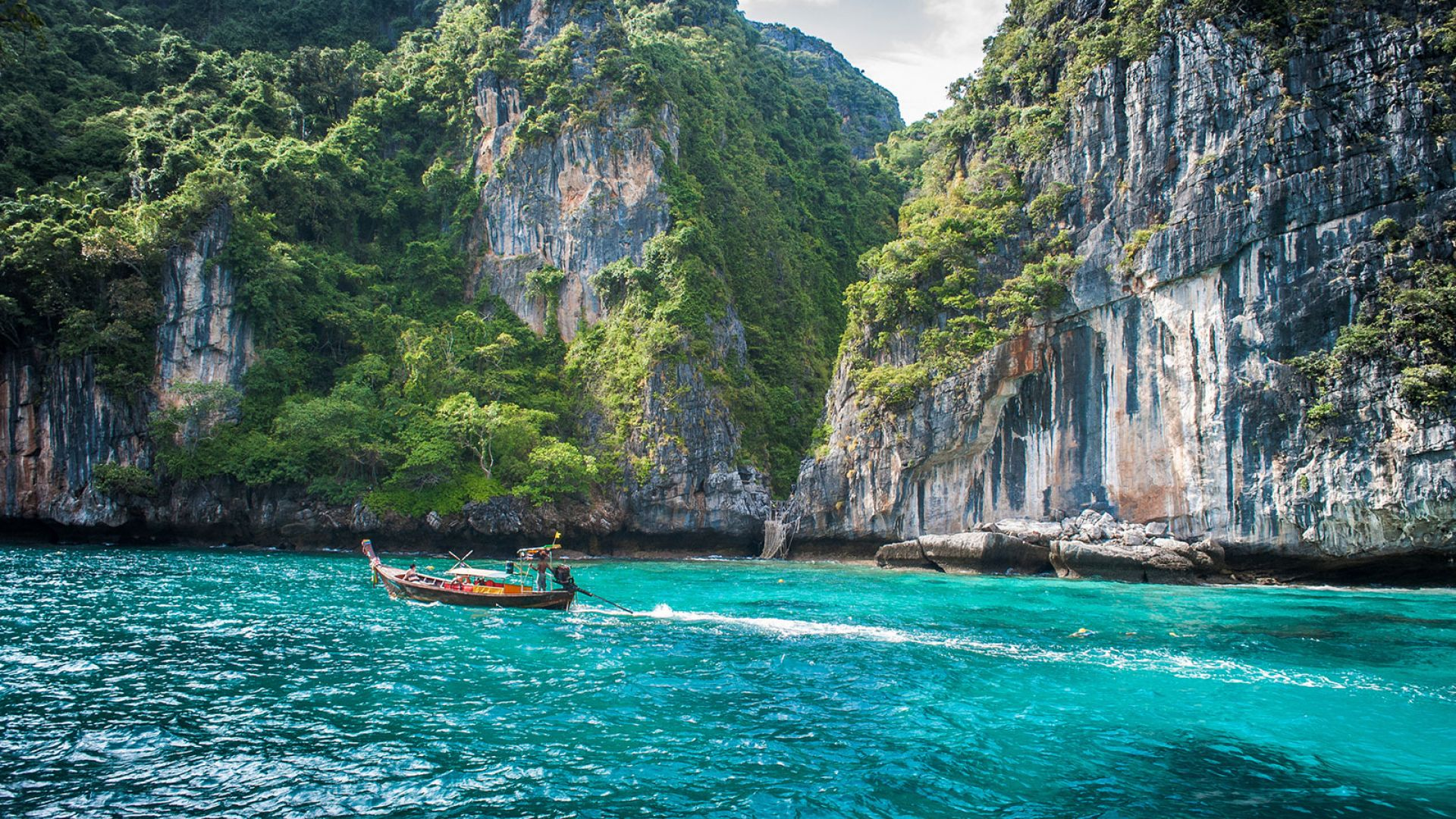 Koh Phi Phi - Bam Boo One day tour by Speed Boat